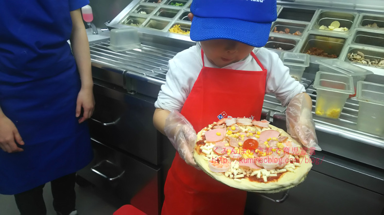 ドミノピザで子供限定のピザ手作り体験をしてきたよ。宅配バイク試乗で気分はピザ屋さん。